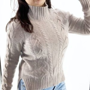 Neiman Marcus 100% cashmere sweater size med